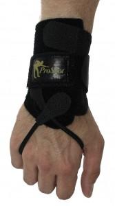 Foto: Pro Shot Glove am Arm befestigt.
